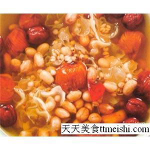 红枣猪皮脚筋汤