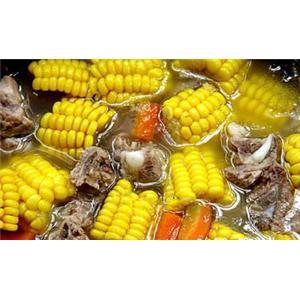 玉米棒炖排骨汤
