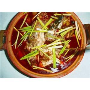 笋丝酸菜鱼头煲
