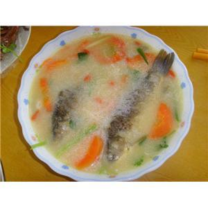 鲫鱼胡萝卜汤