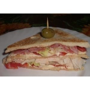 火腿西红柿三明治面包