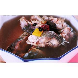 红枣黑豆炖鲤鱼