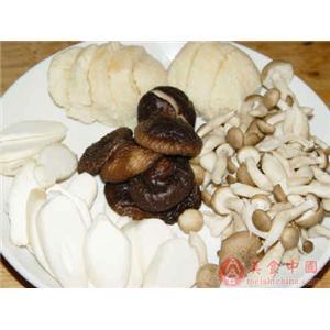 蘑菇银耳焖豆腐