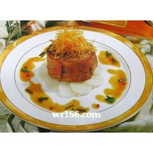 帕尔玛火腿卷肉眼配红胡椒粒汁