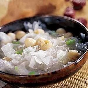 芡实莲米鱼头汤