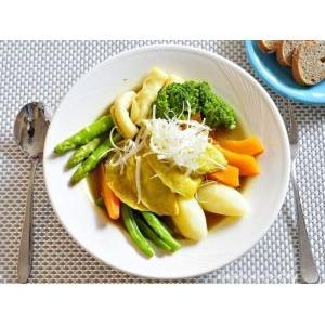蔬菜湯咖哩佐桂冠蛋餃花枝餃