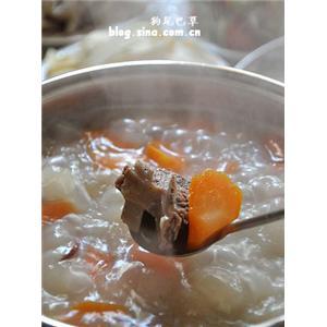 胡萝卜黑山羊火锅