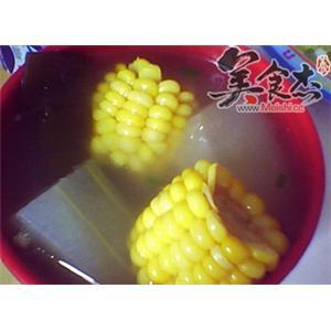 利尿降压:冬瓜玉米汤