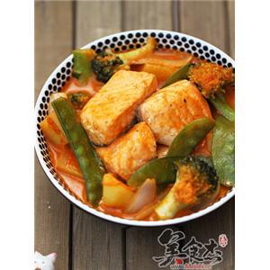 红咖喱杂蔬三文鱼