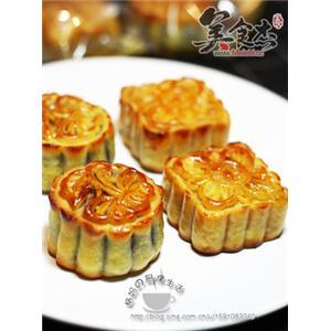 莲蓉蛋黄 豆沙蛋黄广式月饼图片