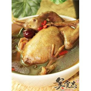 首乌防党黑糯米煲乳鸽