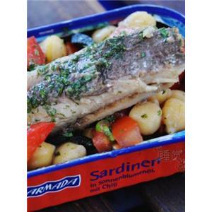沙丁鱼罐头沙拉