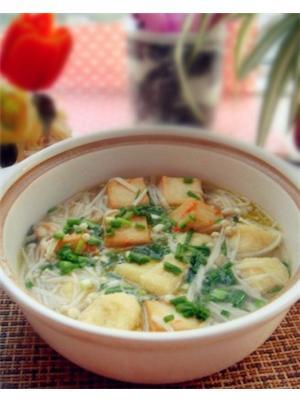 鱼豆腐炖菌菇汤