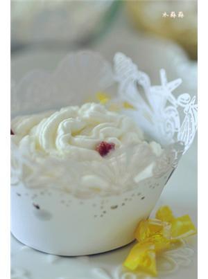 蔓越莓奶油可可杯子蛋糕