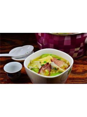 秀珍菇豆腐泡腊肉煲