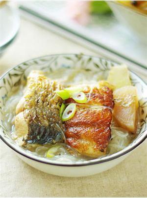 酸萝卜烩鱼