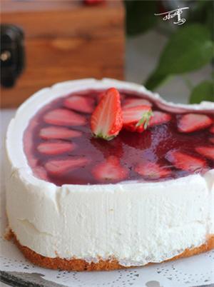 草莓果冻慕斯蛋糕