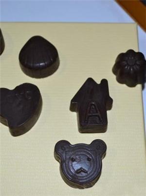 杏仁牛奶巧克力