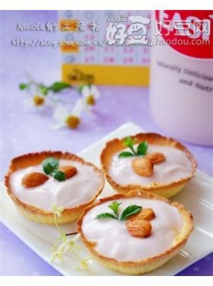 杏仁酸奶蛋黄挞